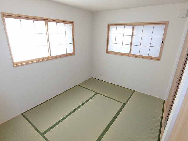 【同社施工例写真】和室は、LDKと一体に使用でき、空間の広がりがもてるように配慮してあります。