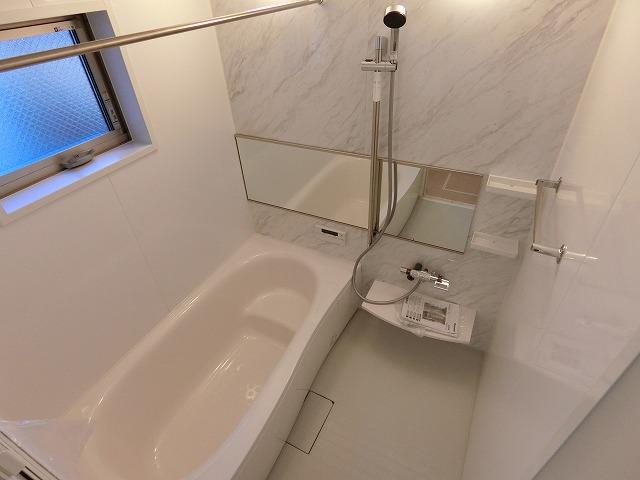 【同社施工例写真】広々とした清潔感のある浴室で一日の疲れを癒してくれます!