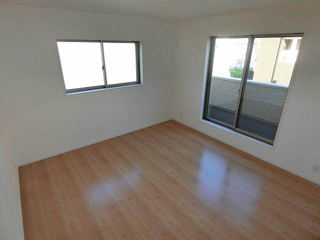 【同社施工例写真】各部屋が広々としておりゆったりとかつしっかり収納もできます。