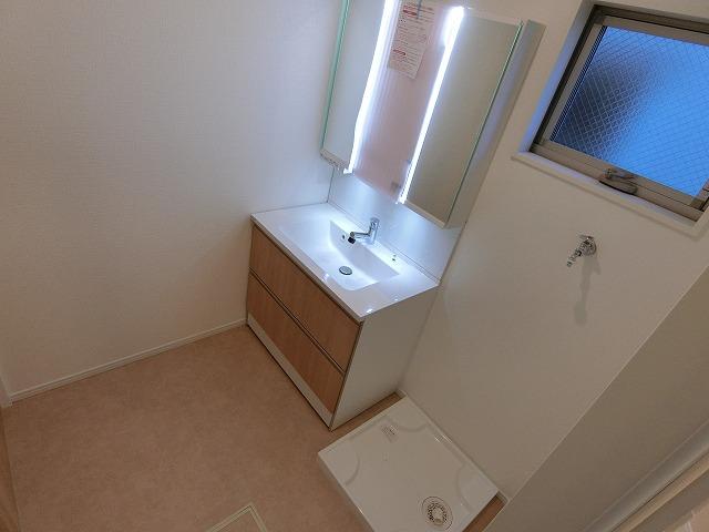 【同社施工例写真】】大きく作られた洗面台は一日の目覚めもすっきりとさせてくれます。