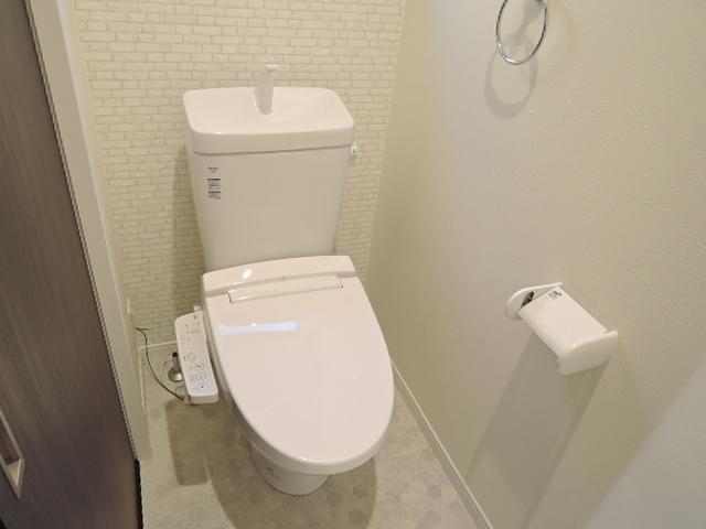 トイレは快適な温水洗浄便座付