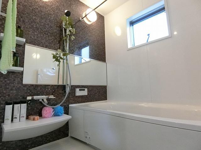 全身を包み込む安心感とくつろぎ感で、一日の疲れを癒してくれるバスルーム