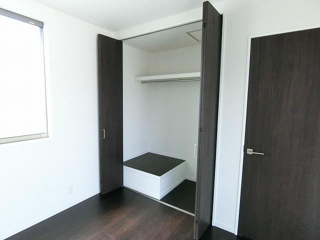 全居室、収納付きの広々住空間。衣類だけでなく、小物も収納にも役立ちます