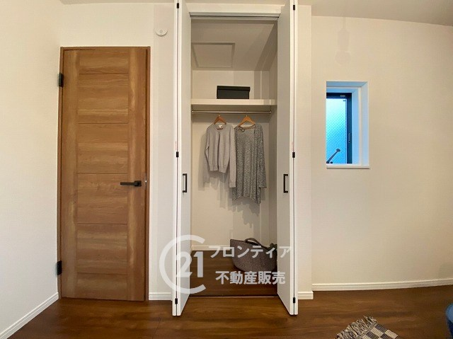 各部屋クローゼットが付いており収納スペースが充実していますので、お子様の成長と共に増えがちな荷物もしっかり収まります。