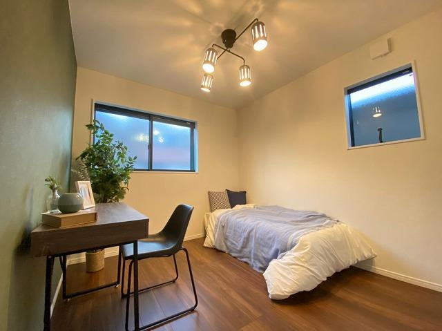 \同仕様写真/明るくきれいな洋室は2階に4部屋