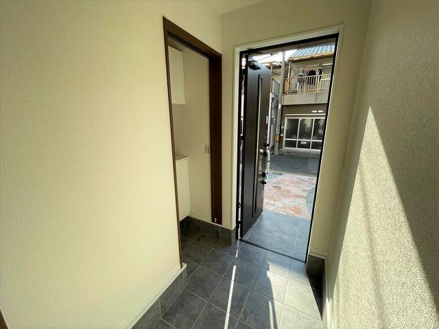 シューズクロークがあるので散らかる玄関周りもスッキリお使いいただけます