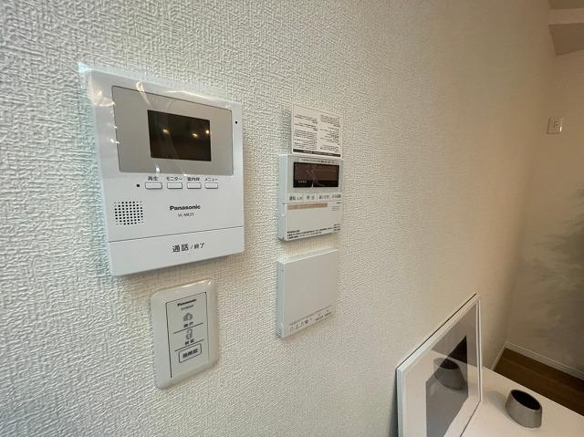 モニター付きインターホンは確認してから対応できるので安心ですね