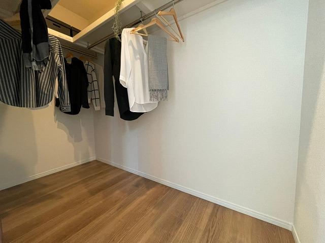 収納スペースは各室にあり便利です