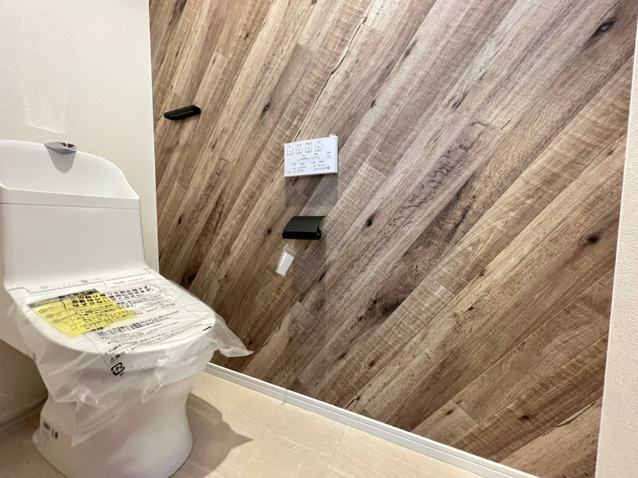 \同社施工例/温水洗浄機能付トイレで快適!
