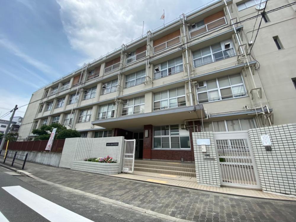 大和川中学校より徒歩約5分(約400m)