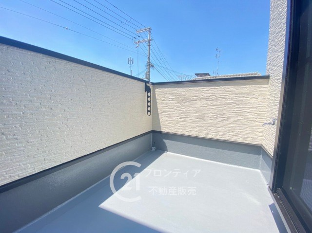 日当たり良好のワイドバルコニーでお洗濯物がカラッとよく乾きます!