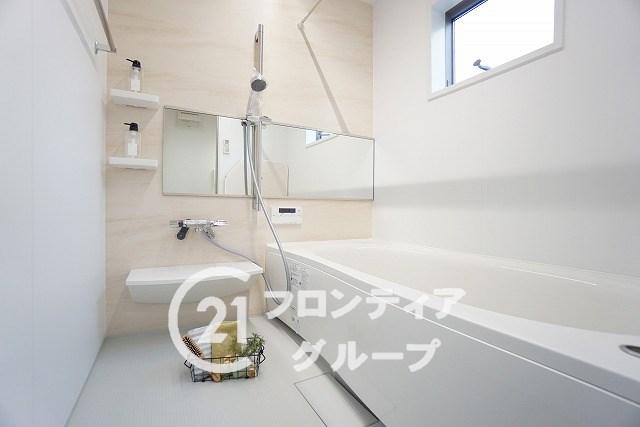 \当社施工例/約1坪サイズの広々な浴室はお子様と一緒に入ってもゆったりとお寛ぎいただけます