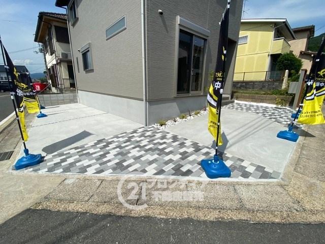 駐車スペ―スは3台分ございますので、来客時も安心です!