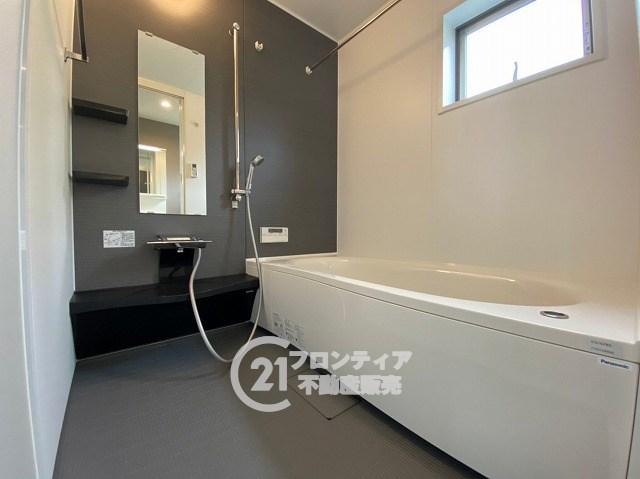 約1坪サイズの広々な浴室はお子様と一緒に入ってもゆったりとお寛ぎいただけます