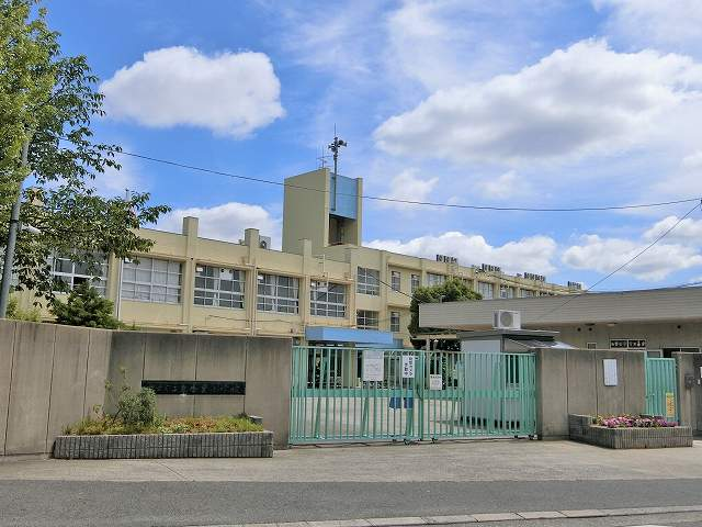 東香里小学校
