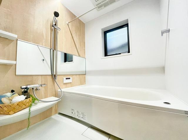 \同仕様写真/1坪以上の広々とした浴室で暖房乾燥機付きです!